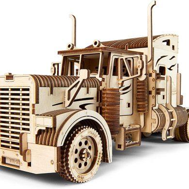 camion de madera